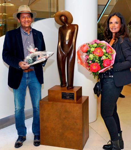 Kunstenaar schenkt bronzen beeld aan Groene Hart Ziekenhuis