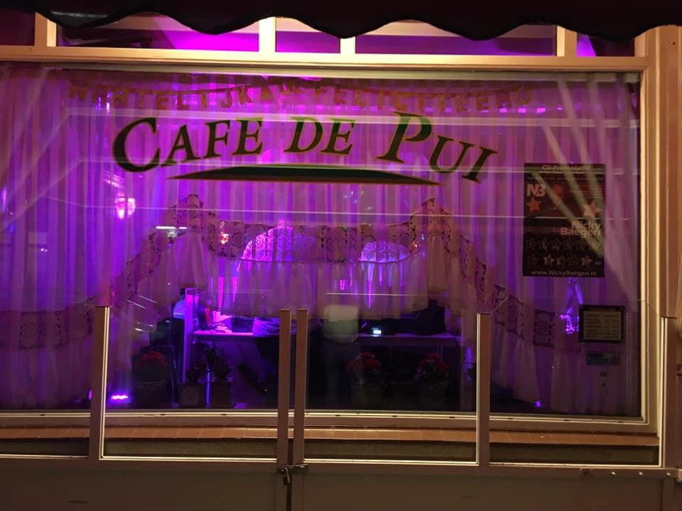 Café De Pui aan de Dubbeldamseweg Zuid in Dordrecht.