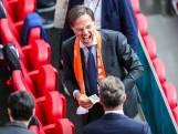 Geen koningspaar, maar wel Mark Rutte op de tribune bij Oranje