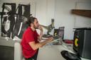 De broers spenderen uren op hun laptop of in de studio om beats en melodieën te perfectioneren.