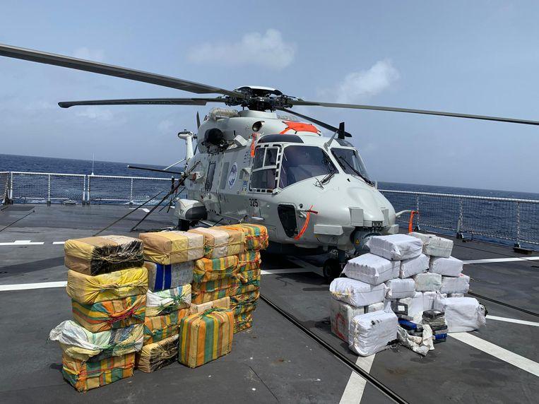 Nederlandse militairen hebben in totaal 1285 kilo cocaïne in beslag genomen tijdens achtervolgingen van drugsboten op zee. Beeld Defensie