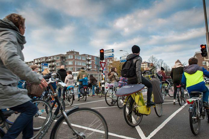 Gouda, drukte met fietsers bij het Albert Plesmanplein