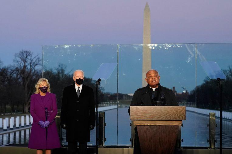 First Lady Jill Biden, president Joe Biden en aartsbisschop Wilton Gregory van Washington eerder dit jaar. Beeld AP