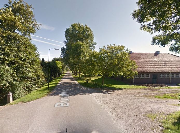 De gemeente Tholen wil geen overlastgevend bedrijf in deze boerderij aan de Buurtweg in Stavenisse.