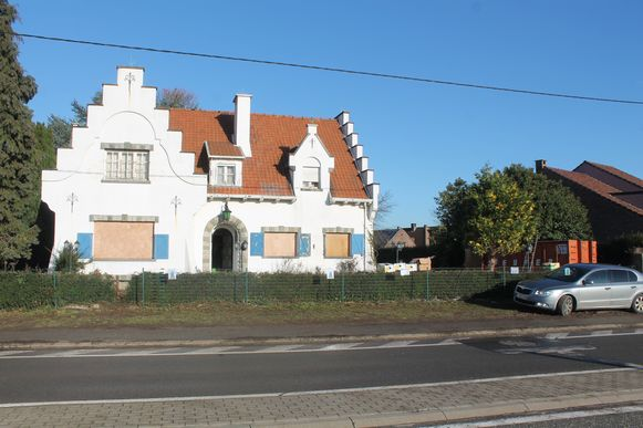 De 'behekste' villa langs de Lenniksebaan.