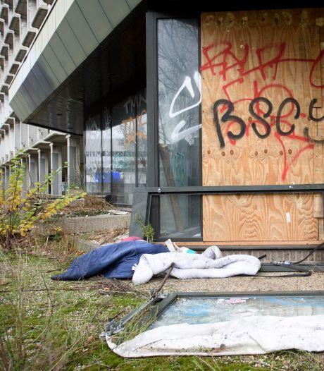 Zoeken naar daklozen in Eindhoven bereikt kookpunt bij een parkeerplaats: 'Dit gaat escaleren'