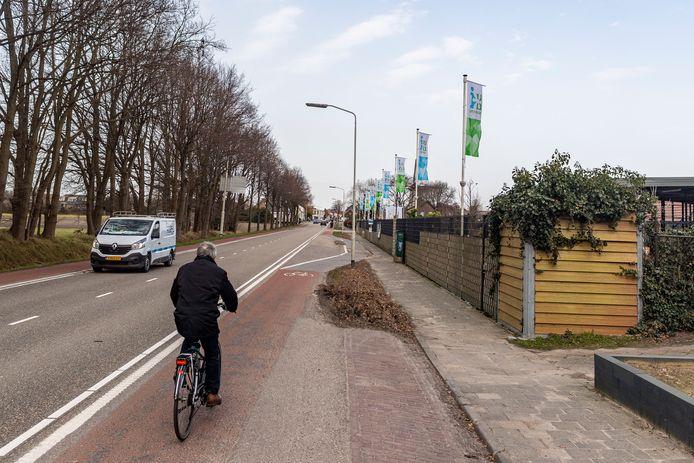 De Halsterseweg Noord staat al sinds 2008 op de rol voor een reconstructie. Het plan is steeds uitgesteld. Eind dit jaar gaat de schop in de grond, belooft de gemeente Bergen op Zoom nu.