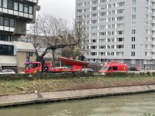 Brandweer ruimt olievlek op langs Henleykaai