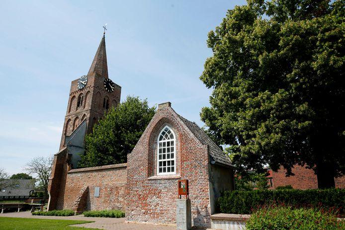 De kerk en de Romboutstoren.