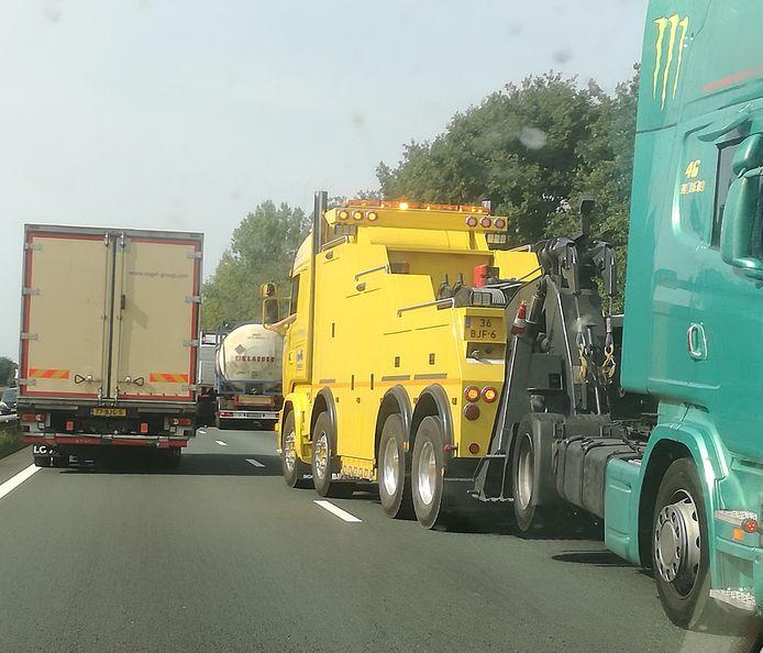 Ongeluk met 2 vrachtwagens op A67 bij Geldrop