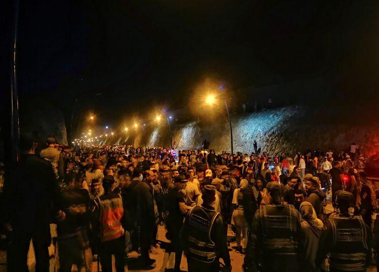 Een recordaantal Marokkanen wacht in Ceuta op toelating tot Spaans grondgebied. Beeld EPA