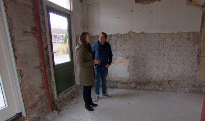 Joeke en Fernant ontdekken dat al hun geld naar een bouwval is gegaan.