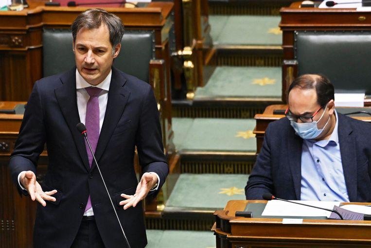 Premier Alexander De Croo (Open Vld) verdedigde in de Kamer het voorstel om haatspraak makkelijker strafbaar  te maken.   Beeld Photo News