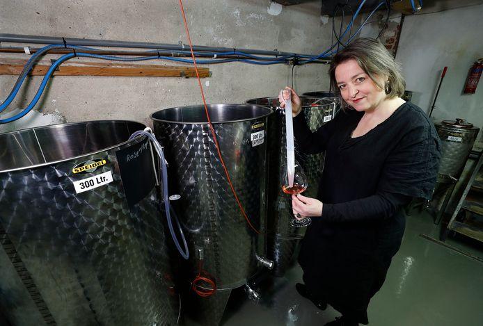 Saskia ter Welle in de productiekelder.