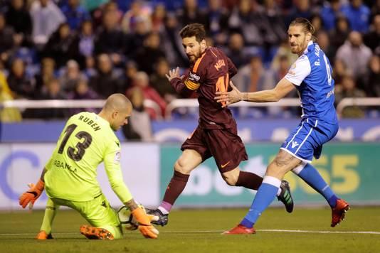 Lionel Messi in actie tegen Deportivo.