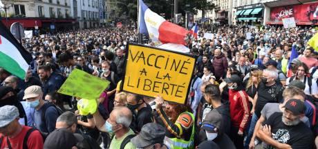 Plus de 200.000 personnes dans la rue en France contre le pass sanitaire