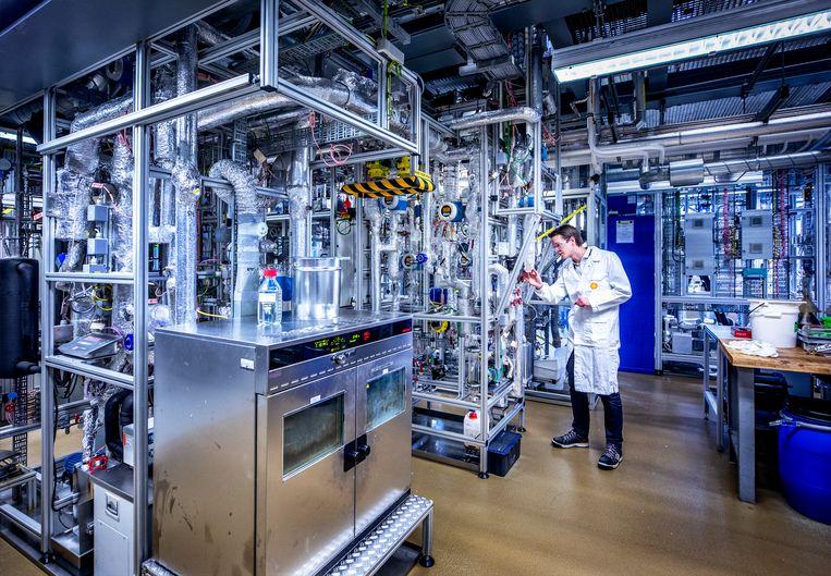 Het laatste onderdeel van de productie van synthetische kerosine met de behulp van waterstof. Beeld Raymond Rutting  / de Volkskrant