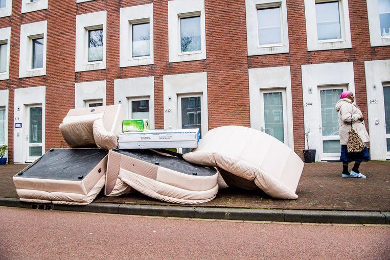 In Rotterdam bel je gewoon even om te melden wanneer je grofvuil aan de straat zet en het wordt gratis opgehaald. Beeld ANP
