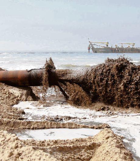 Schouwen draait bij en kiest voor Zeeuws zandfonds: ruim drie ton per jaar om in zee te kieperen
