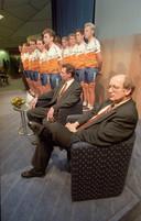 Jan Raas naast ploegleider Theo de Rooy tijdens een ploegpresentatie van Rabobank.