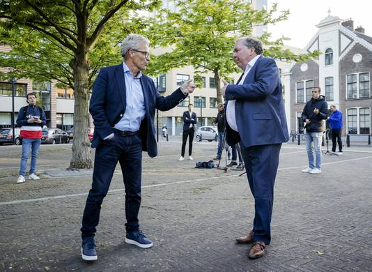 Eric Gudde (links) en Hans Martijn Ostendorp , directeur De Graafschap.