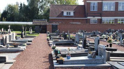 Parkeren aan kerkhof om te gaan stemmen