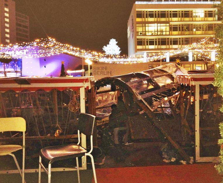 Een Britse toeriste twitterde een foto van de ravage op de kerstmarkt. Beeld Twitter