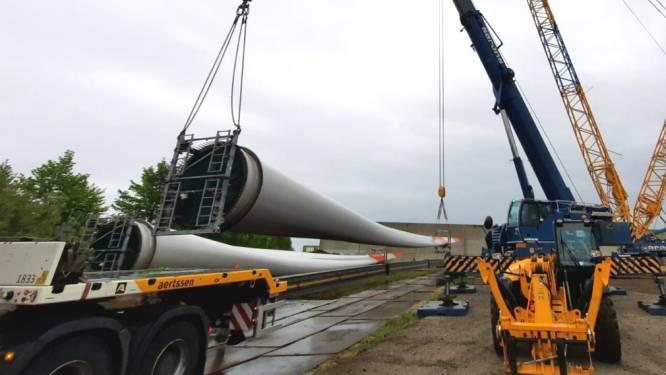Grote onderdelen van nieuwe windturbine komen aan op bedrijventerrein Harol