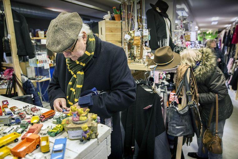 De Jouw Marktkraam in Maarssen, waar je voor een paar tientjes een ruimte huurt en daar je spulletjes verkoopt. Beeld Werry Crone