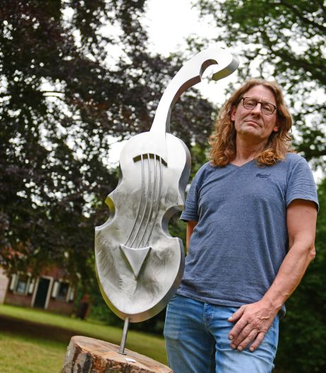 Opnieuw exposeert Needenaar Herman in tuin van Wibi Soerjadi: 'Liefde komt van twee kanten'