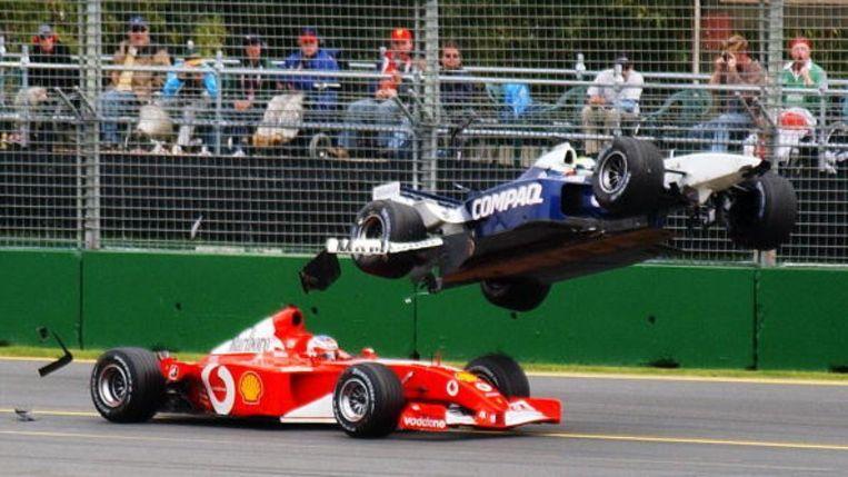 2002: Spectaculaire massacrash waarbij Ralf Schumacher over Rubens Barrichello vliegt. Beeld UNKNOWN