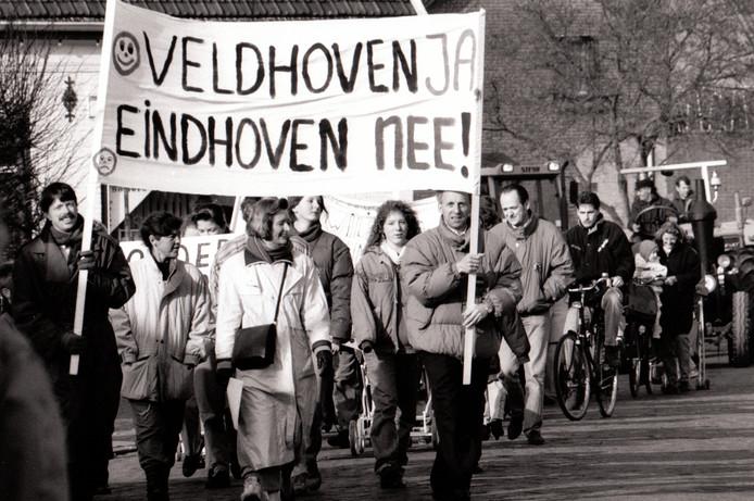 Protesttocht in de wijk De Polders in Veldhoven (24-02-1993).