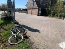 Wielrenner geschept bij ingang attractiepark Slagharen en gewond naar het ziekenhuis