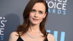 Deze actrice uit The Handmaid's Tale is de gevaarlijkste celeb online