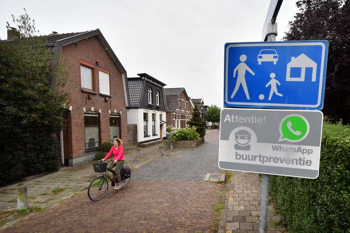 De Anthoniusstraat in Hengelo, het oudste woonerf van Nederland.