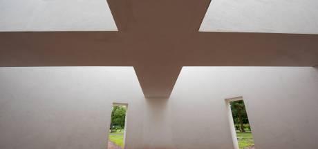Buitenbeelden: Verstilde schuilplaats op begraafplaats in Eindhoven