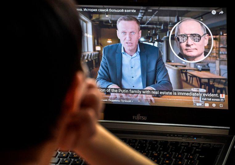 Beeld van een video waarin de Russische oppositieleider Alexej Navalny onderzoek naar corruptie presenteert. Beeld AFP