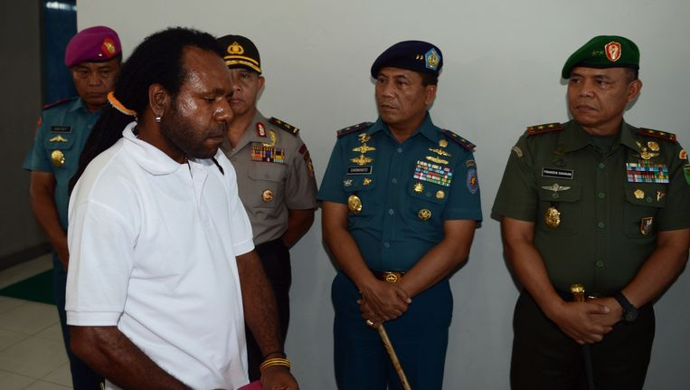 Politiek gevangene Jefrai Murib vandaag tijdens een ceremonie die werd gehouden voor zijn vrijlating. Beeld afp