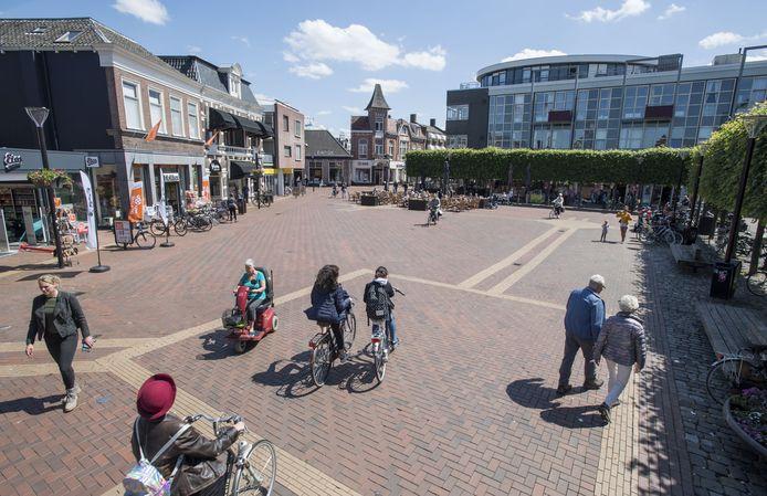 Grotestraat en Koornmarkt in het centrum van Almelo voor de coronacrisis.