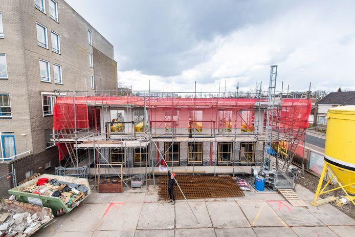 Voortgang bouw nieuw appartementencomplex in de Meidoornstraat in Breda.