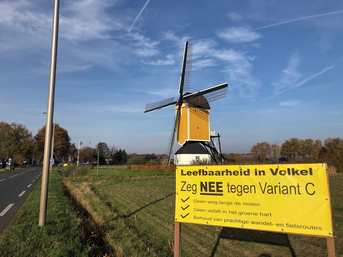 De rondweg Volkel gaat rechts om de molen van Volkel heen. Maar welke variant het wordt - C of D - moet nog uitgewerkt worden. Maar niet voor de buurt die tegen variant C is.