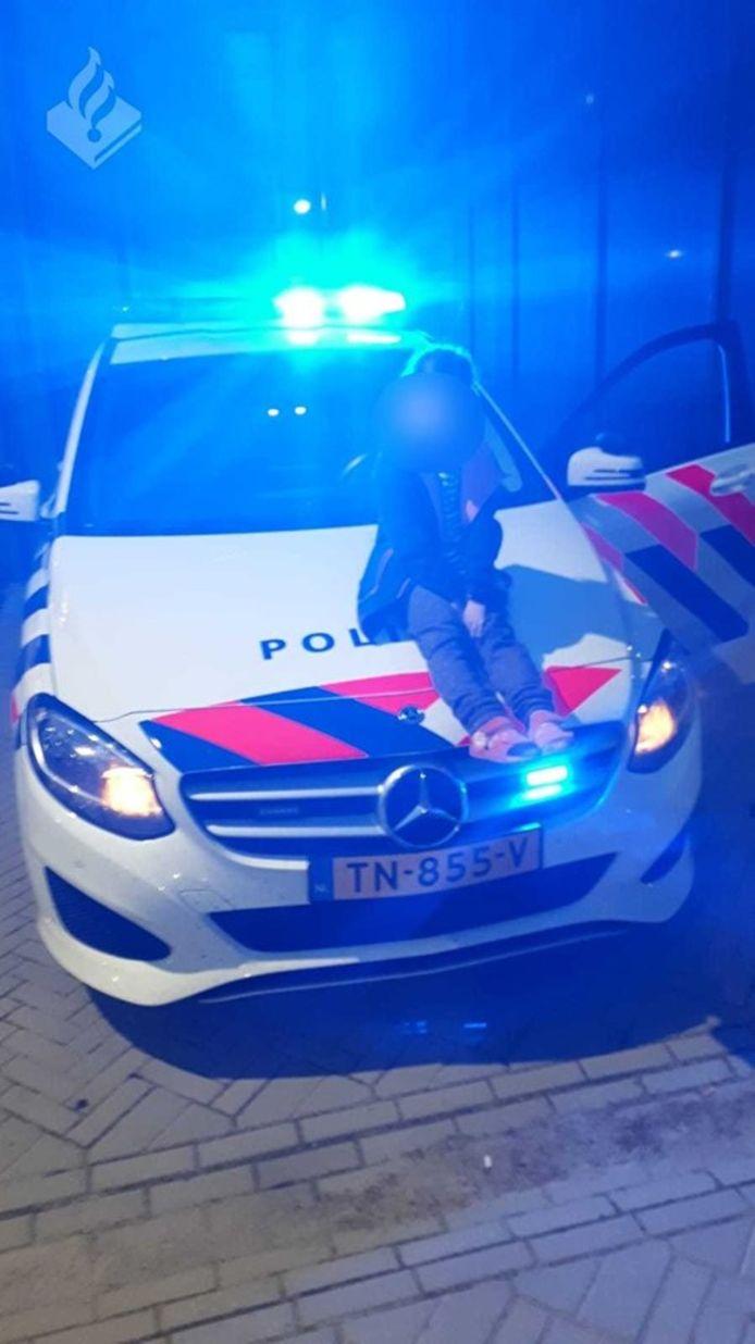 Het kind had volgens de agenten een leuke tijd op het politiebureau.