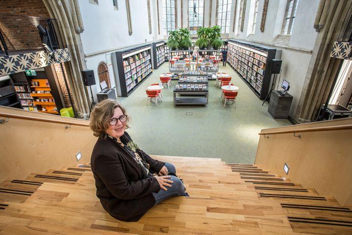 Manager Barbara Deuss van Graafschap Bibliotheken in de bieb in de Broederenkerk.
