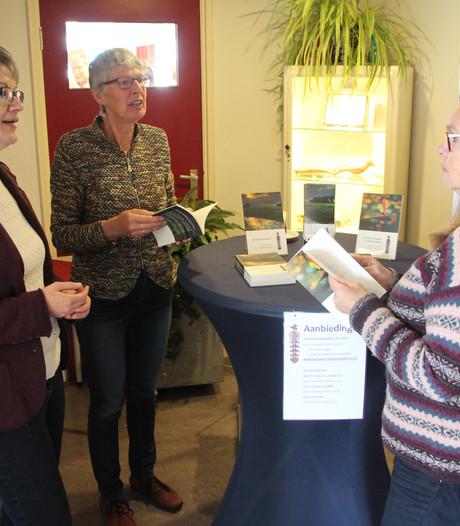 Lieve Tied-schrijfster Netty Hengeveld op boekenmarkt in Rekken