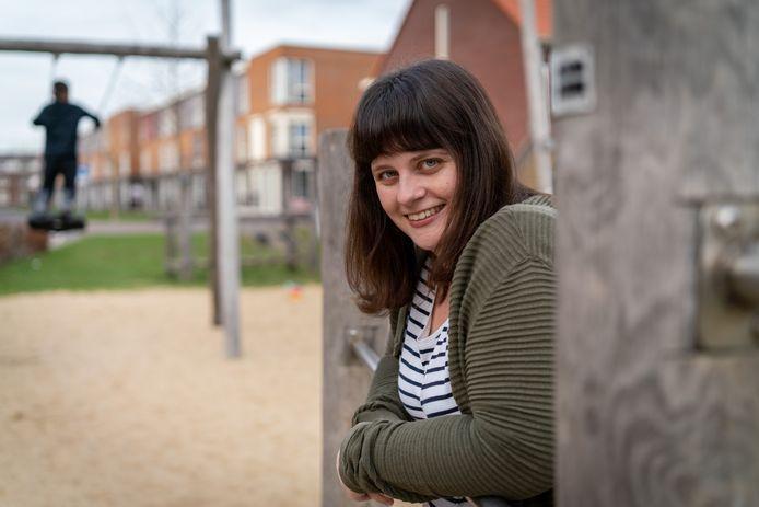 De Arnhemse studentpastor Iris Springvloet ziet met lede ogen aan hoe het aantal eenzame studenten in de stad door de coronacrisis toeneemt.