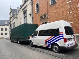 Man zonder papieren ontsnapt uit celwagen op E411 na gijzeling van chauffeurs