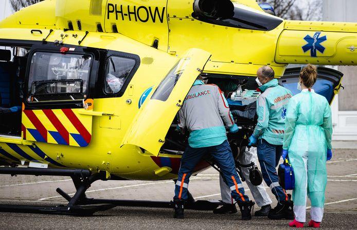 Patiënten uit Rotterdamse ziekenhuizen worden weer verplaatst naar elders in het land omdat het te druk is, net als in januari.