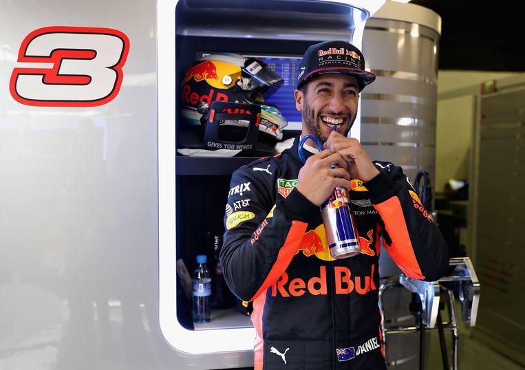 Ook Red Bull kende een valse start, al kan er bij Daniel Ricciardo nog wel een lachje af. Beeld Getty Images