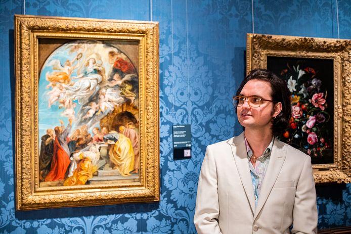 Jett Rebel bij het door hem gekozen schilderij Modello.