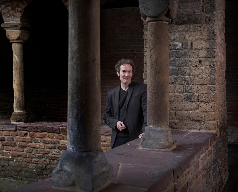Stephan Enter, schrijver van de anti-godsdienstige roman 'Pastorale'.